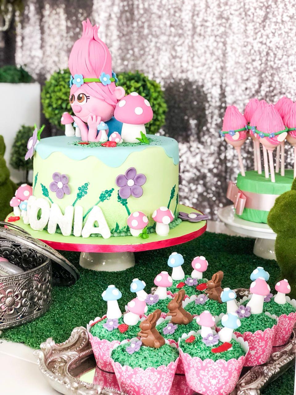 Trolls Cake, Poppy cake