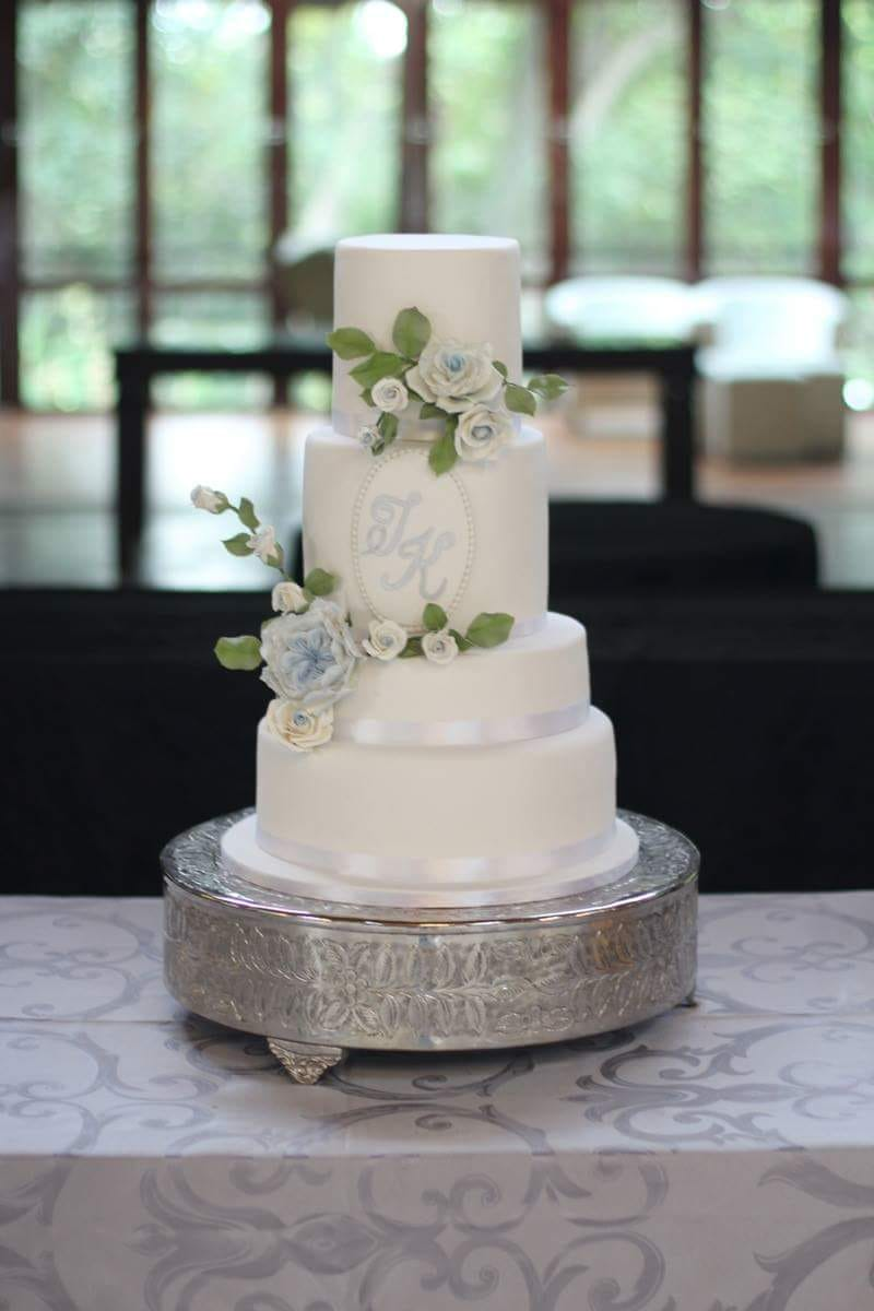 Wedding cakes Johannesburg can be delivered as far away as Sun City