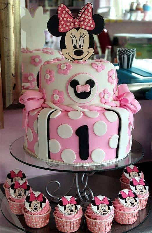 Minnie mouse theme cakes and cupcakes. The white and pink go wonderfully together. This image was taken in Johannesburg, South Africa